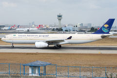 HZ-AQB Saudi Arabian Airlines, Airbus A330-343 Photographie stock
