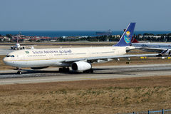 HZ-AQD Saudi Arabian Airlines, Airbus A330-300 Images stock