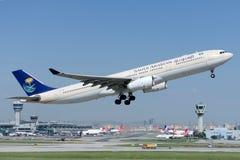 HZ-AQE Saudi Arabian Airlines Aerobus A330-343 Obraz Stock