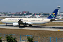HZ-AQF Saudi Arabian Airlines, Airbus A330-343 Image stock