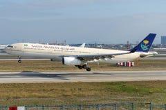 HZ-AQH Saudi Arabian Airlines Aerobus A330-343 Zdjęcia Stock