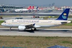 HZ-AS44 Saudi Arabian Airlines, аэробус A320-214 Стоковое Изображение RF