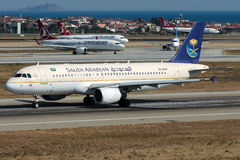 HZ-AS45 Saudi Arabian Airlines, Airbus A320-200 Fotos de Stock Royalty Free