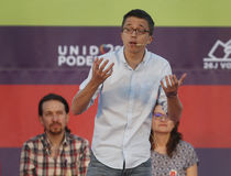 Iñigo Errejon numret två av politiska partiet Podemos Arkivfoton