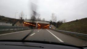 Iść z samochodem w tunelu zbiory wideo
