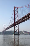 I 25 de Abril Bridge, Lisbona Fotografie Stock