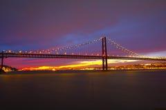 I 25 De Abril Bridge a Lisbona Fotografia Stock