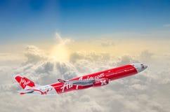 I Air Asia Atterrando all'aeroporto di Bangkok da Hong Kong Immagine Stock Libera da Diritti