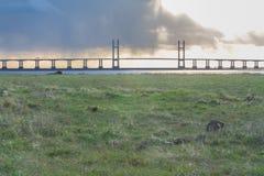 I andra hand Severn Crossing, bro över Bristol Channel Arkivbilder