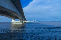I andra hand Severn Crossing, bro över Bristol Channel mellan Engl Arkivbild