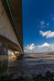 I andra hand Severn Crossing, bro över Bristol Channel mellan Engl Royaltyfria Bilder