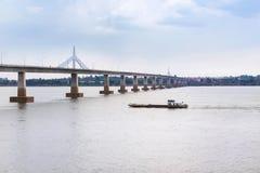 I andra hand thai laokamratskapbro över Mekonget River på mukdahan, Thailand Royaltyfria Bilder