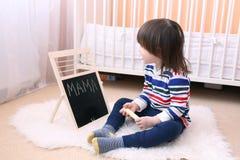 I 2 anni adorabili di ragazzo impara ABC Fotografia Stock Libera da Diritti