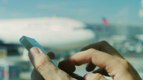 I anslutning när som helst, någonstans Ströva omkring på flygplatsen lager videofilmer