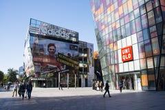 I Asien öppnar Peking, Kina, shoppingområdet, Taikoo Li Sanlitun Arkivfoton