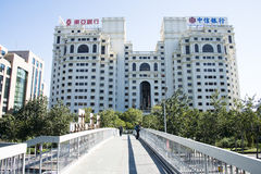 I Asien Kina, Peking, Fu hua byggnad, modern arkitektur Royaltyfri Fotografi