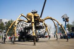 I Asien parkerar Kina, Peking som är olympisk, spindeln, det franska mekaniskt ståtar Fotografering för Bildbyråer