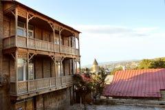 I balconi tradizionali a vecchia Tbilisi, Georgia Fotografie Stock Libere da Diritti