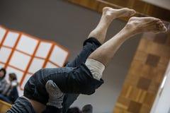 i ballerini paga, gambe, sul pavimento immagini stock libere da diritti