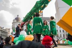 Ballerini rumeni che eseguono ballo del fiume Fotografia Stock Libera da Diritti