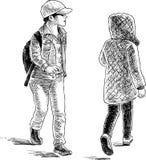 I bambini casuali sulla via della città Immagini Stock Libere da Diritti
