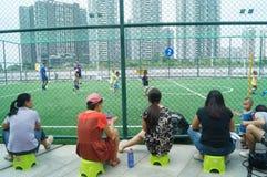 I bambini cinesi stanno preparando il calcio Fotografia Stock
