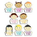 I bambini con i buoni piatti dell'etichetta di lavoro hanno messo l'illustrazione di vettore Ritratti con il sorriso e la varia a illustrazione vettoriale