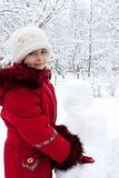I bambini costruiscono il pupazzo di neve Fotografia Stock Libera da Diritti
