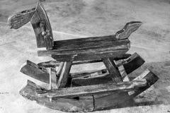 I bambini della sedia del cavallo a dondolo potrebbero godere della guida Fotografie Stock Libere da Diritti