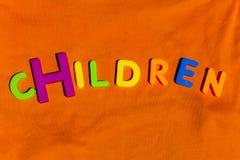 I bambini di parola scritti dalle lettere del giocattolo Fotografia Stock Libera da Diritti