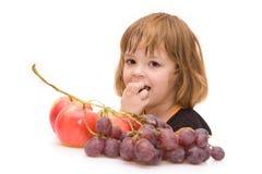 I bambini dovrebbero mangiare la frutta! immagine stock libera da diritti