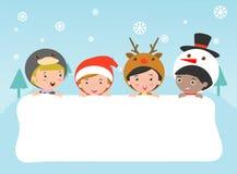 I bambini e carta di Natale e del nuovo anno di saluto, bambini che sbirciano dietro il cartello, bambini nei caratteri del costu Fotografia Stock