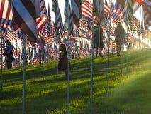 I bambini e gli Stati Uniti inbandierano il monumento dell'11 settembre in Malibu Fotografia Stock Libera da Diritti