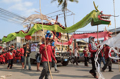 I bambini eseguono nel carnevale dell'annuale di Sihanoukville Fotografie Stock