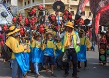 I bambini eseguono nel carnevale dell'annuale di Sihanoukville Fotografia Stock