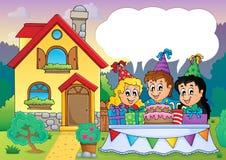 I bambini fanno festa vicino alla casa 4 Immagine Stock