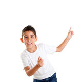 I bambini felici ballanti scherzano il ragazzo con le barrette in su Fotografie Stock