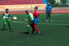 I bambini giocano a calcio Fotografia Stock Libera da Diritti