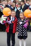 I bambini ritornano a scuola - una festa settembre, la prima classe Fotografie Stock