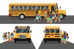 I bambini salgono lo scuolabus Fotografia Stock Libera da Diritti