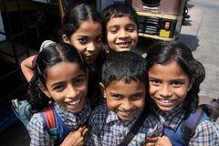 I bambini sorridenti sono andato dal banco indiano Fotografie Stock Libere da Diritti