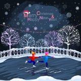 I bambini stanno pattinando Paesaggio urbano di inverno Immagini Stock