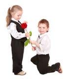 I bambini in vestito di affari con sono aumentato. Immagine Stock