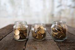 I barattoli di vetro con soldi conia la rublo Immagine Stock