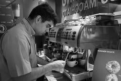 I baristi preparano il caffè Immagine Stock Libera da Diritti