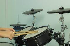 I bastoni di legno battono i tamburi Fotografie Stock Libere da Diritti