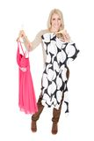 I bei giovani woomen scegliendo il vestito per portare Immagini Stock