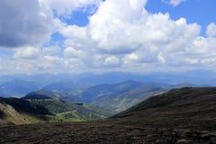 By i berg Arkivfoton