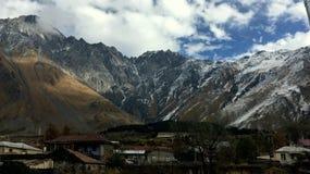 By i berg Arkivbilder