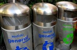 I bidoni della spazzatura per riciclano fotografie stock